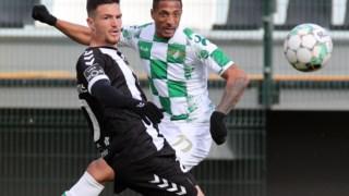 Rúben Freitas e Walterson em disputa no Nacional-Moreirense