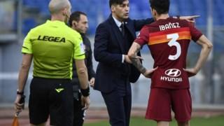 Paulo Fonseca a dar instruções a um dos seus jogadores na AS Roma