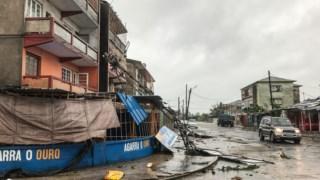 """Marcas da passagem do ciclone """"Eloise"""" pela cidade da Beira"""