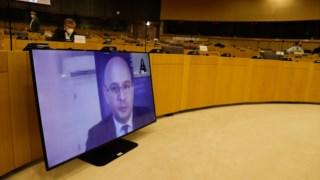 Audião do ministro português no Parlamento Europeu foi interrompida a meio por falhas nas comunicações