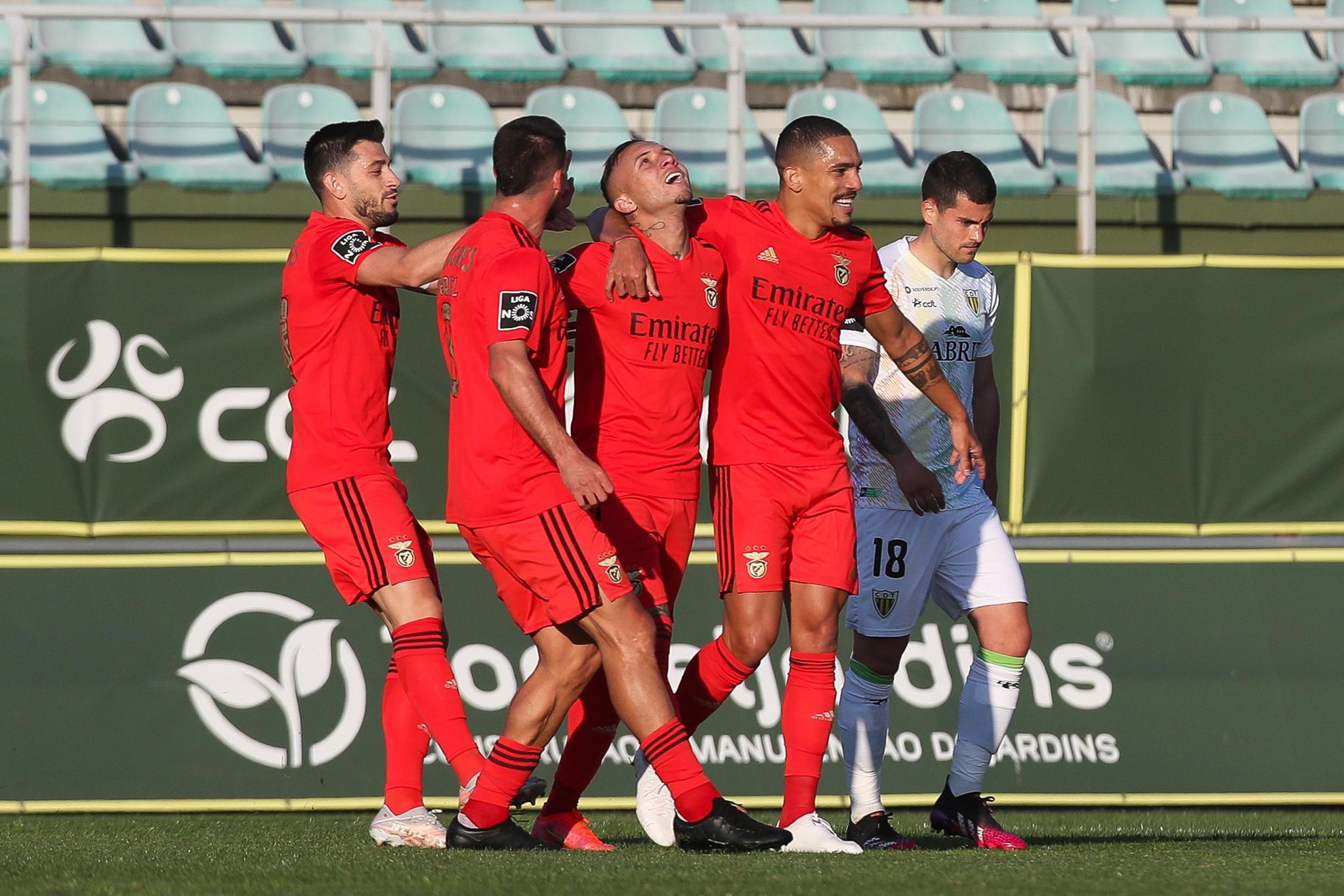 Benfica Resolve Jogo Em Tondela Na Primeira Parte Cronica De Jogo Publico