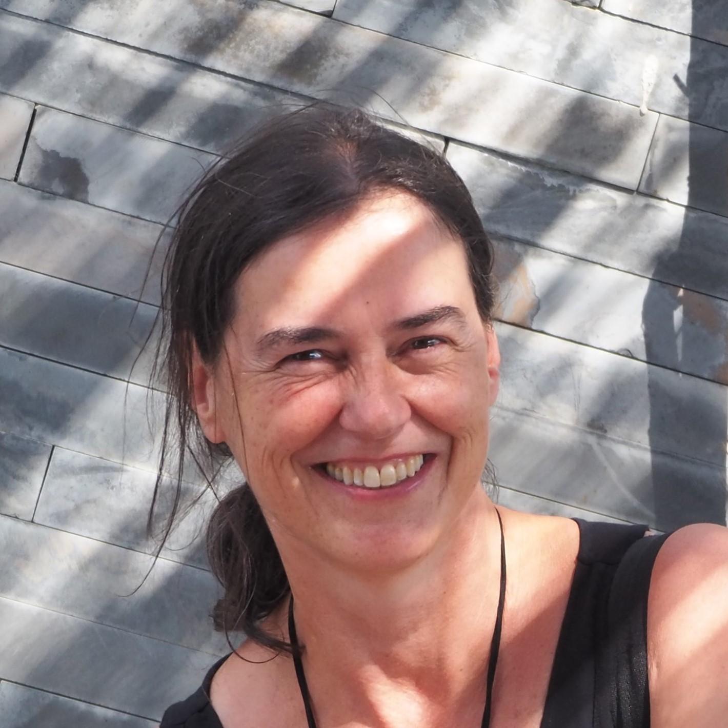 Helena Araújo
