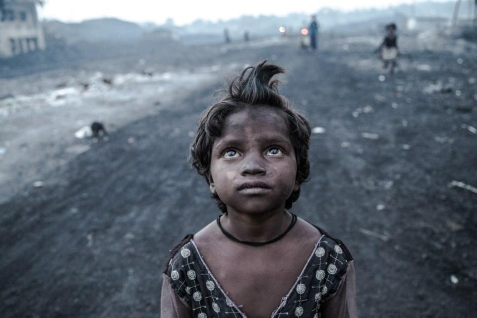 """Resultado de imagem para Índia: as crianças que trabalham no """"inferno"""" de carvão de Jharia"""