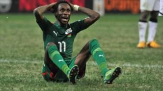 Pitroipa reage depois de ter visto o cartão vermelho contra o Gana
